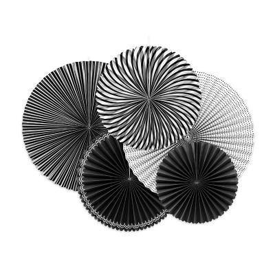 Rosette di carta bianca e nera